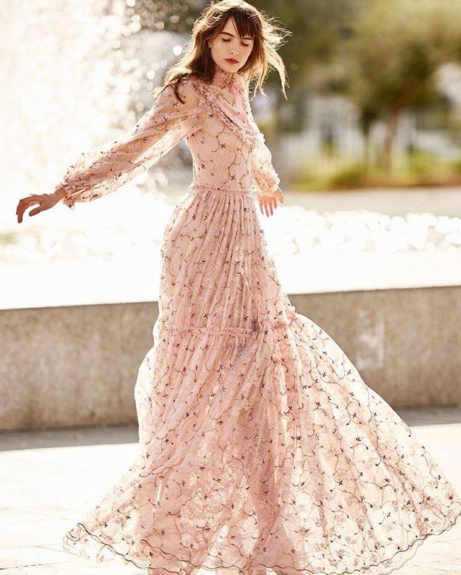 Розовое платье в романтическом стиле