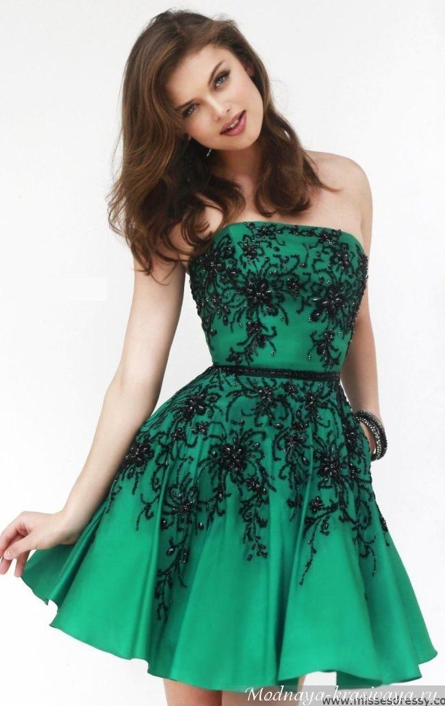 Зеленое платье в сочетании с макияжем на выпускной