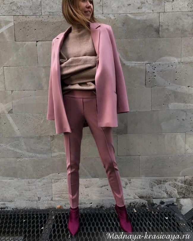 Пиджак часто набрасывают на плечи