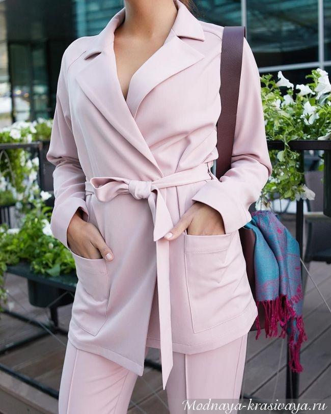 Нежно розовый с поясом и карманами