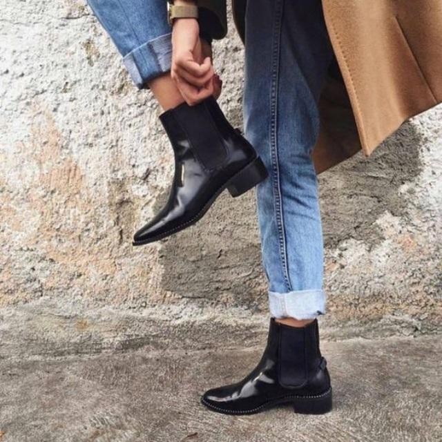 модные ботинки на плоской подошве