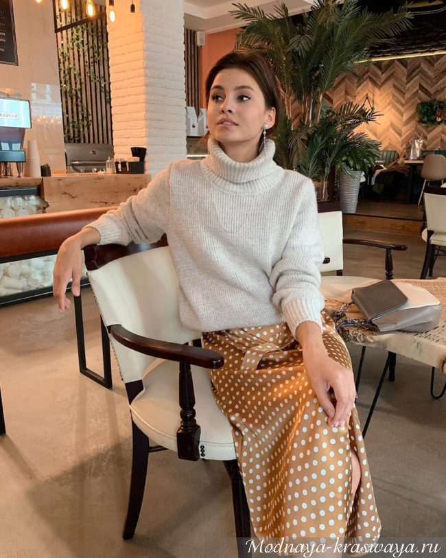 теплый свитер и платье