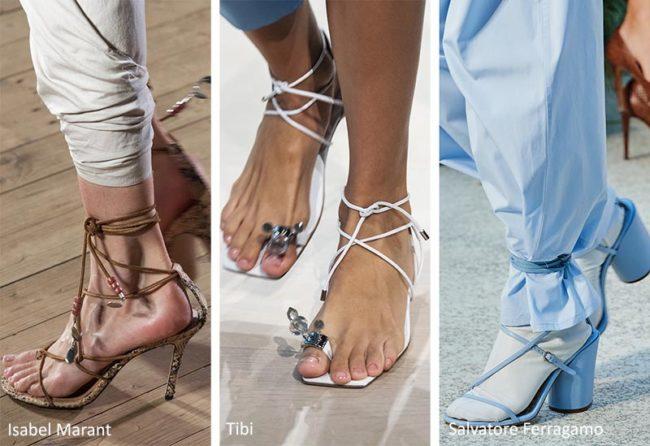 на шнуровках