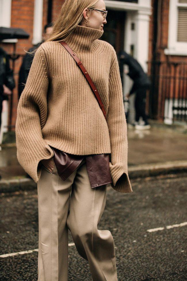 Брюки с вязаным свитером