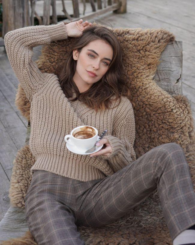 Модные свитеры и кофты весна 2021