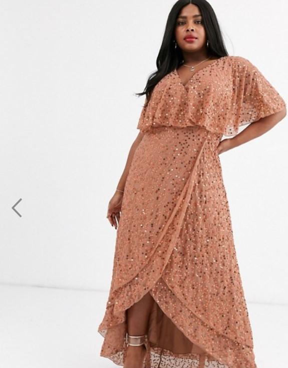 Полная красотка в платье