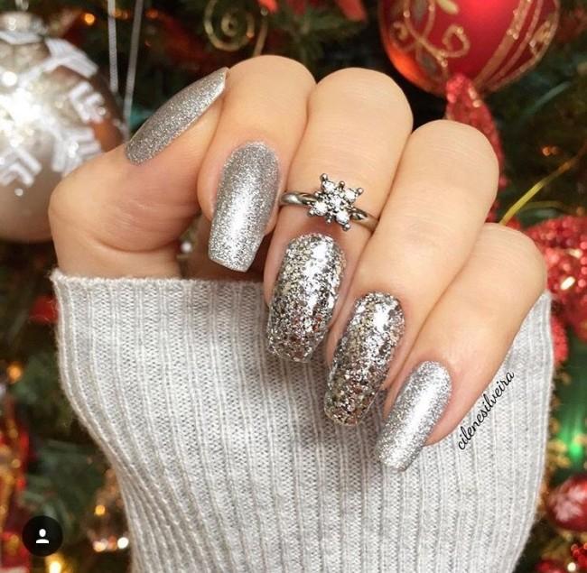 Красивый новогодний дизайн ногтей