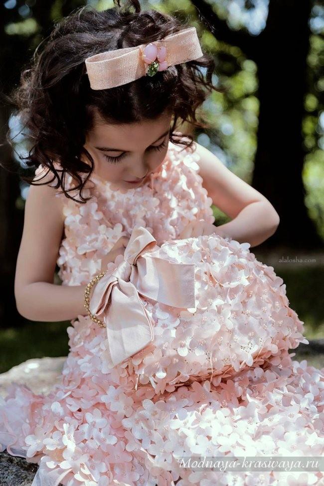 дизайнерсоке нежно-розовое платье