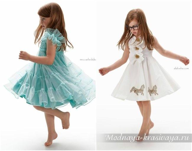 голубое и белое платье по колено